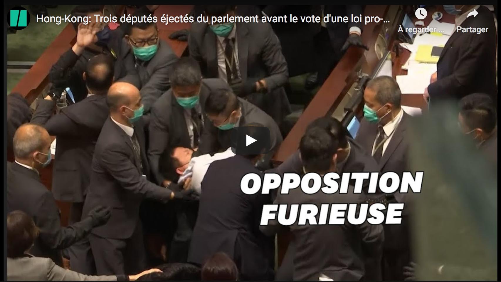 Hong-Kong : Trois députés éjectés du parlement avant le vote d'une loi pro-Pékin (VIDÉO)