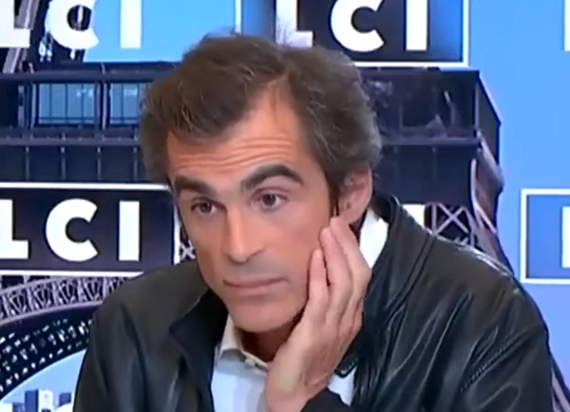 L'attaque minable de Raphaël Enthoven envers Didier Raoult : «C'est un fou» (VIDÉO)