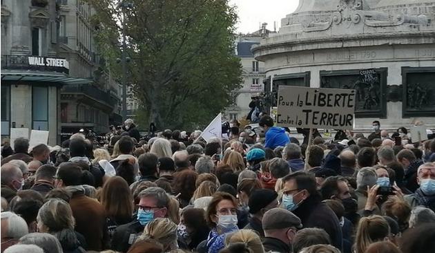 Très peu de «diversité» aux marches (inutiles, sauf peut-être pour occuper les Français) de soutien à Samuel Paty («JeSuisSamuel», «JeSuisConflans», et toutes les débilités du genre)
