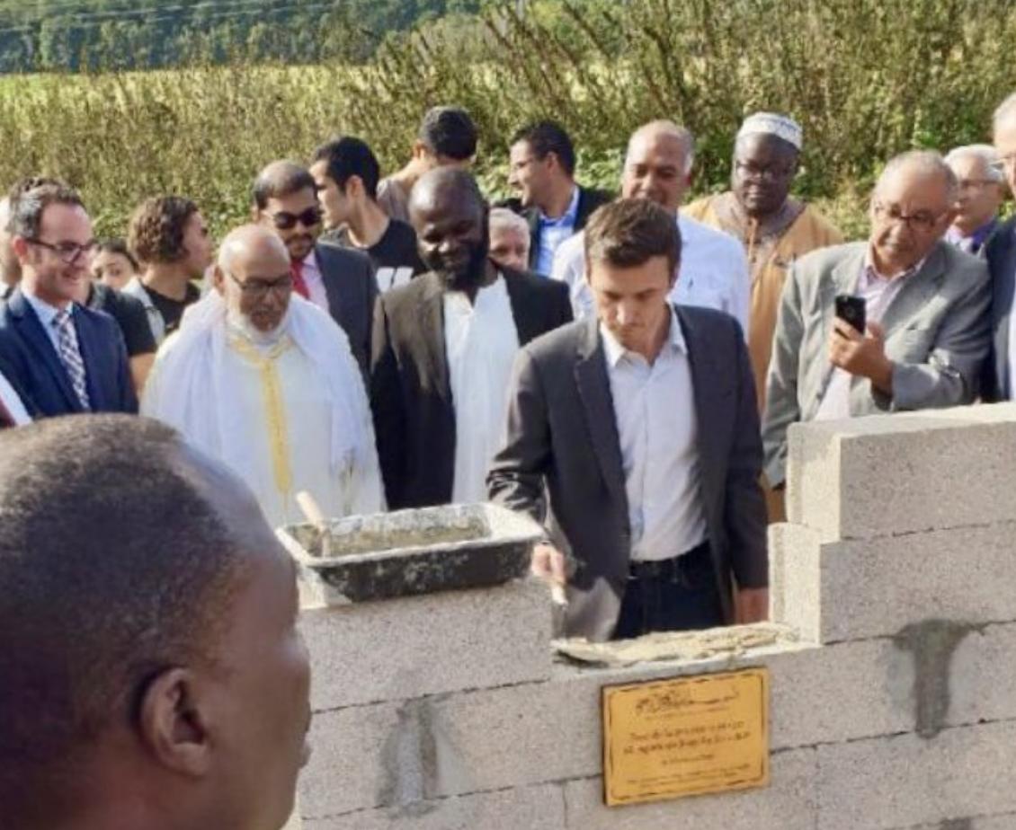 Le député Aurélien Taché ne veut pas que vous sachiez qu'il a inauguré une mosquée salafiste