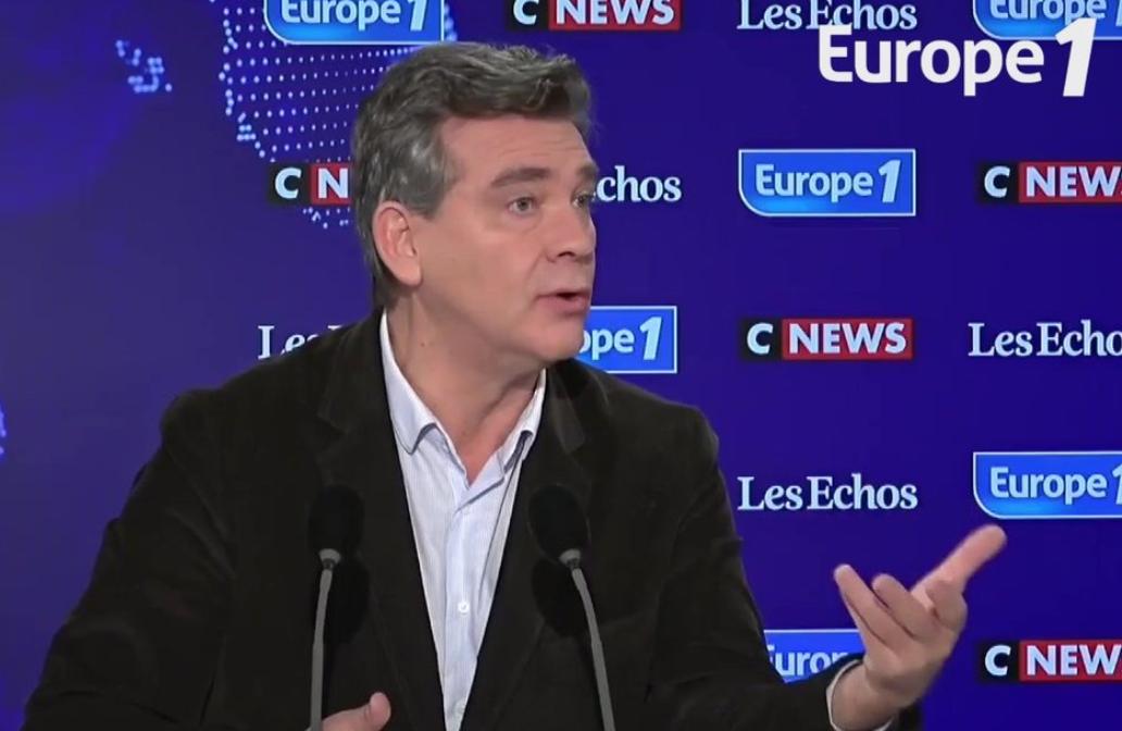 """Arnaud Montebourg estime qu'Éric Zemmour, """"sorte de télévangéliste"""", défend """"un seul programme, 'Les Arabes à la mer'"""" (VIDÉO)"""