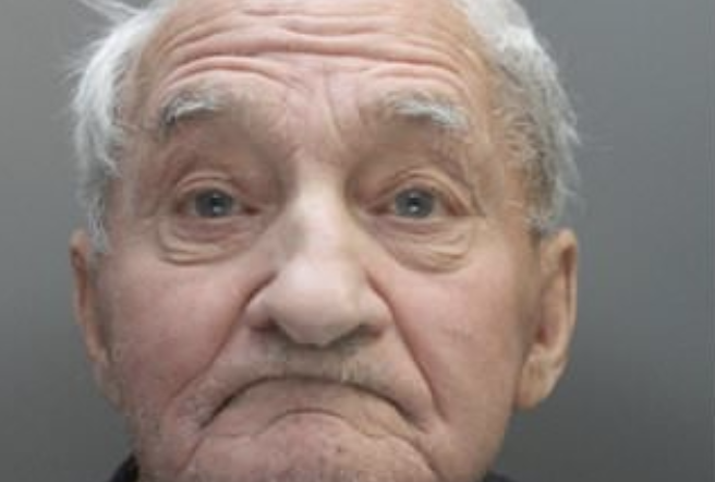 Royaume-Uni : Dans l'indifférence générale, un homme (blanc) de 83 ans mis en prison pour avoir mis de la musique classique trop fort meurt en prison…
