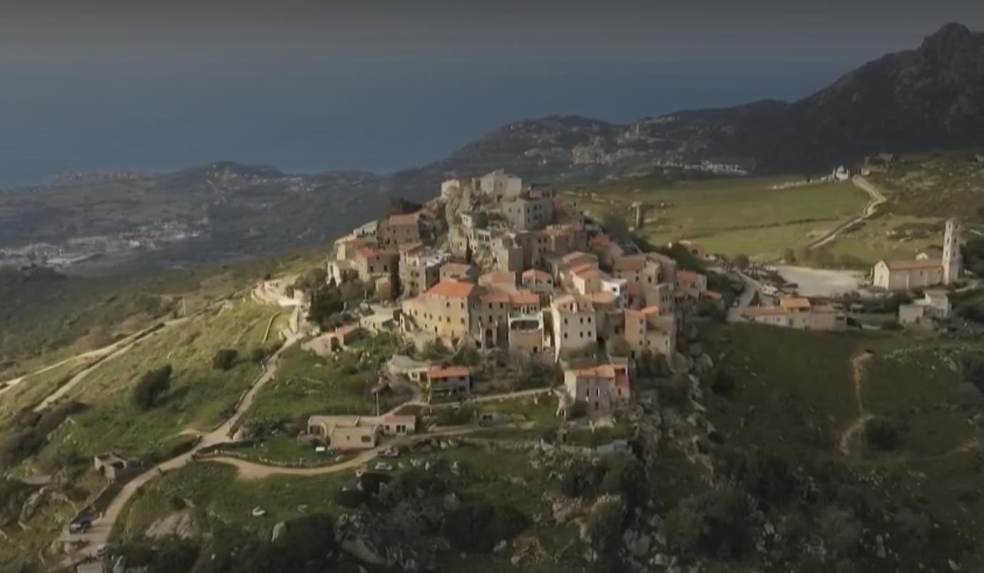Corse : le village de Sant'Antonino, un joyau du patrimoine français (REPORTAGE)