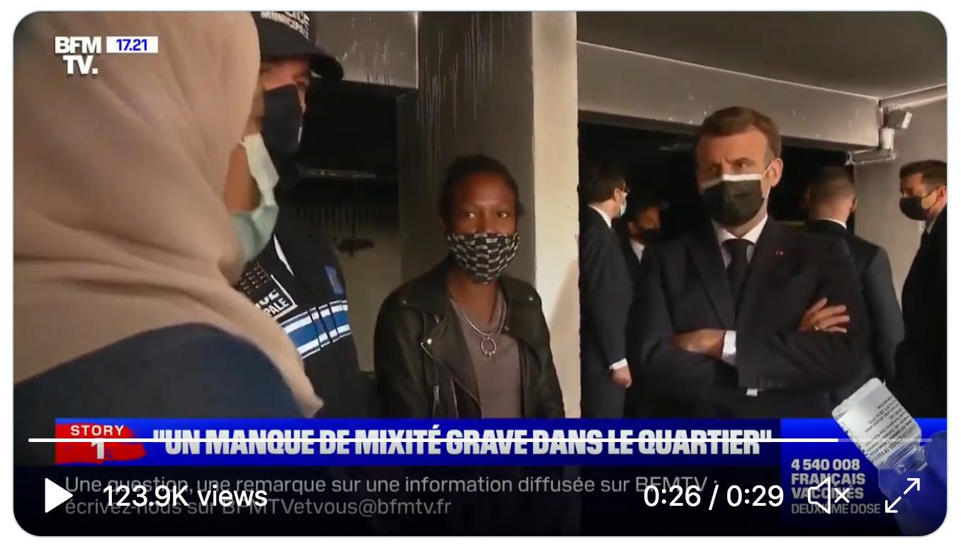 """Une immigrée africaine voilée s'adresse à Emmanuel Macron : """"Mon fils m'a demandé si le prénom de Pierre existait vraiment ou si ce n'était que dans les livres"""" (VIDÉO)"""