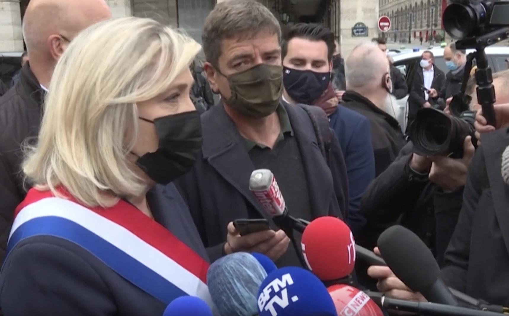 """Marine Le Pen prédit un """"chaos général"""" en cas de réélection d'Emmanuel Macron (VIDÉO)"""