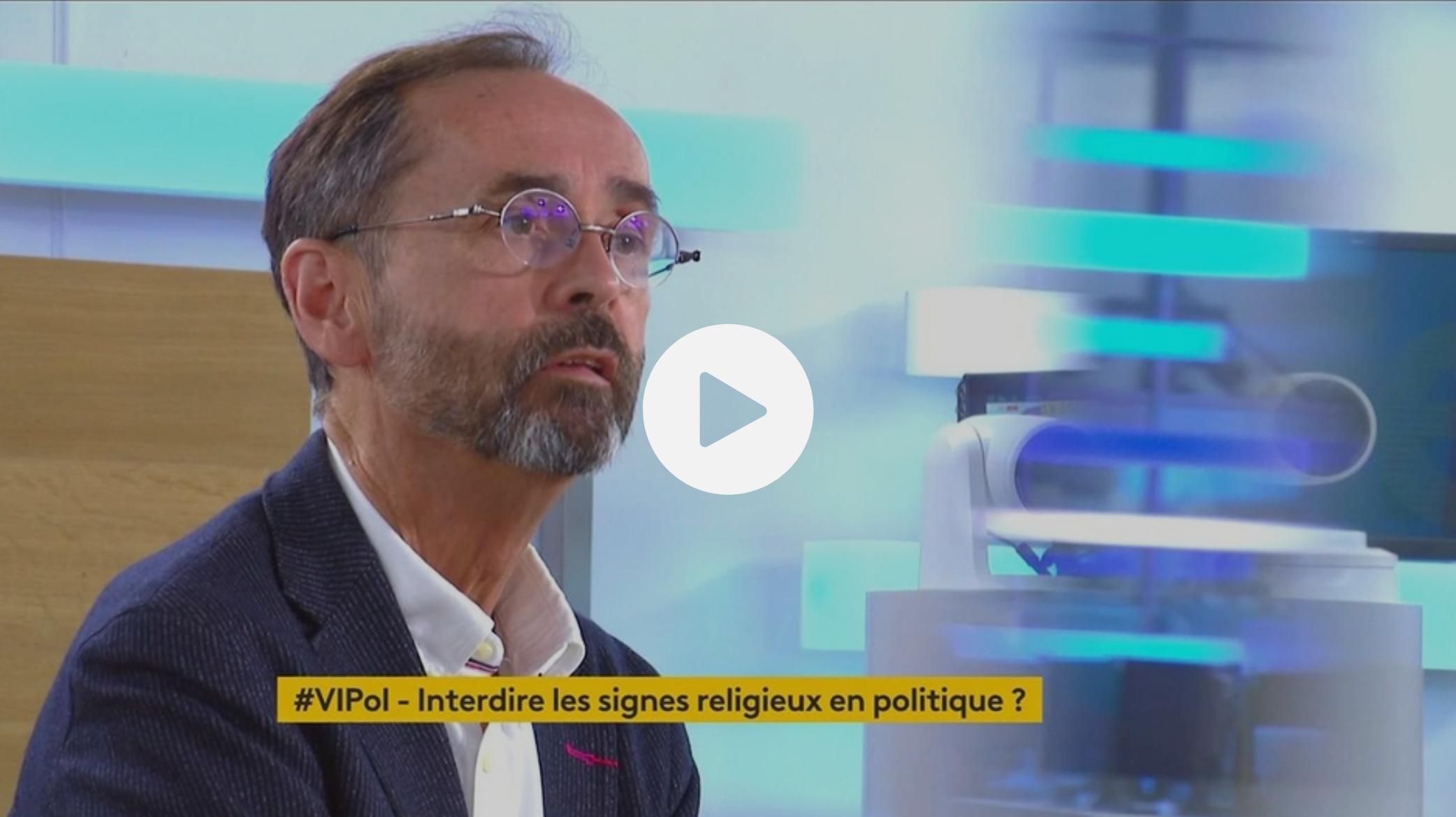 """Candidate LREM voilée à Montpellier : Robert Ménard """"ne met pas sur le même plan les différentes religions"""" (VIDÉO)"""