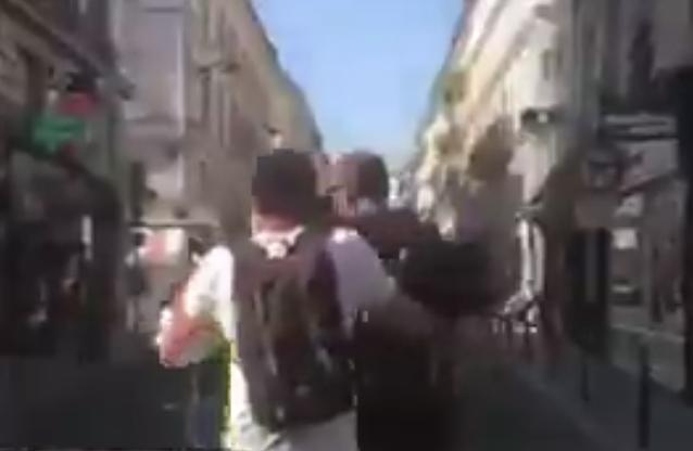Un journaliste radicalisé de BFM TV agresse physiquement un manifestant anti-Pass sanitaire (VIDÉO)