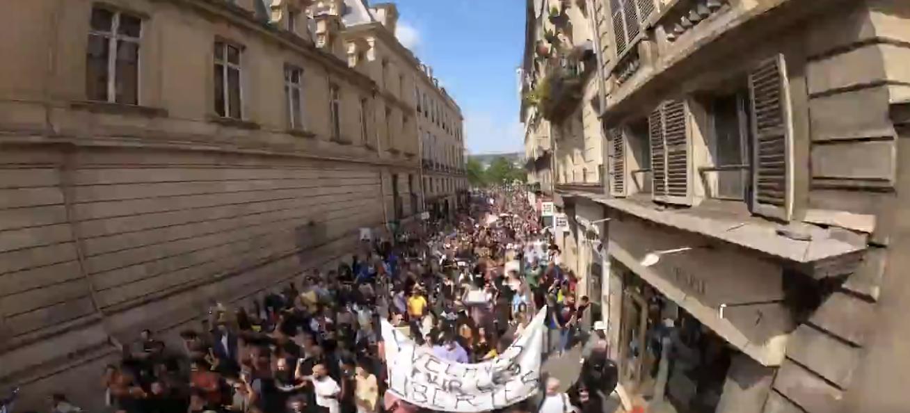 Manif anti-pass sanitaire de samedi dernier : Les 18 000 manifestants à Paris selon la Préfecture de Police étaient beaucoup plus nombreux, la preuve en images (VIDÉO)