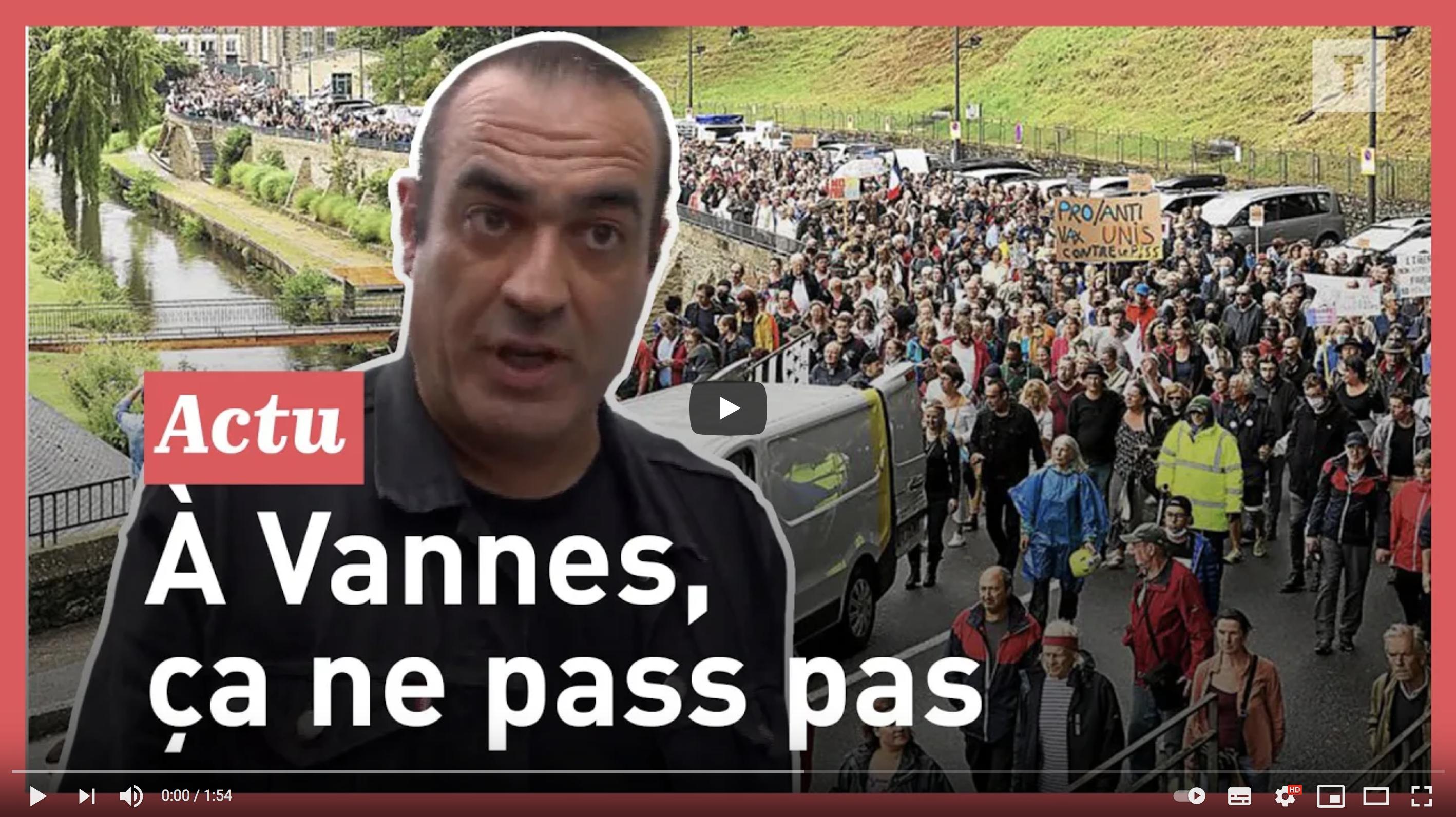 """""""On défend avant tout la liberté"""" : des milliers de manifestants contre le pass sanitaire à Vannes (VIDÉO)"""